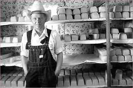 Resultado de imagen para menonitas vendiendo quesos